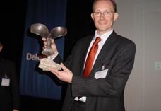 William Mimpen neemt namens Nashuatec de Award in ontvangst