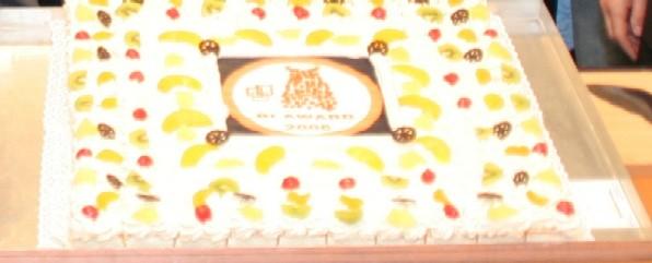 De publieksprijs, een taart van 1 meter bij 40 cm